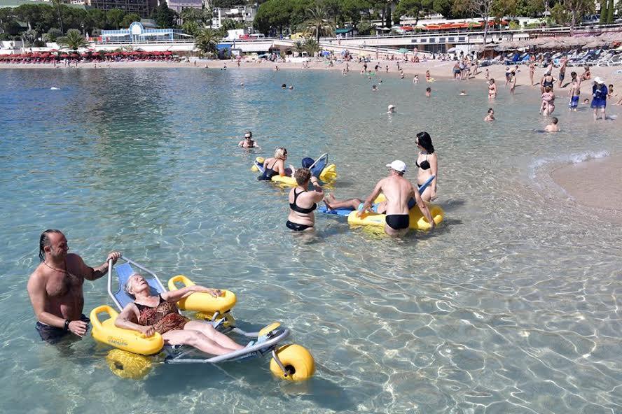 В Ларвотто открыли пляж для людей с ограниченными способностями