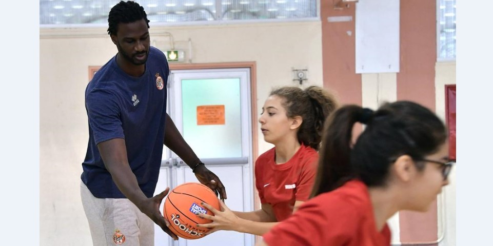 Баскетболисты Roca Team попробовали себя в роли преподавателей