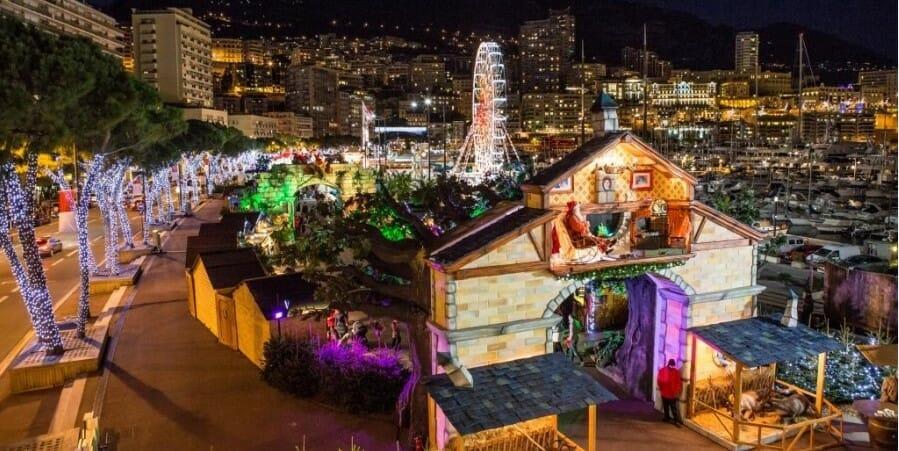 Рождественская деревня в порту Монако