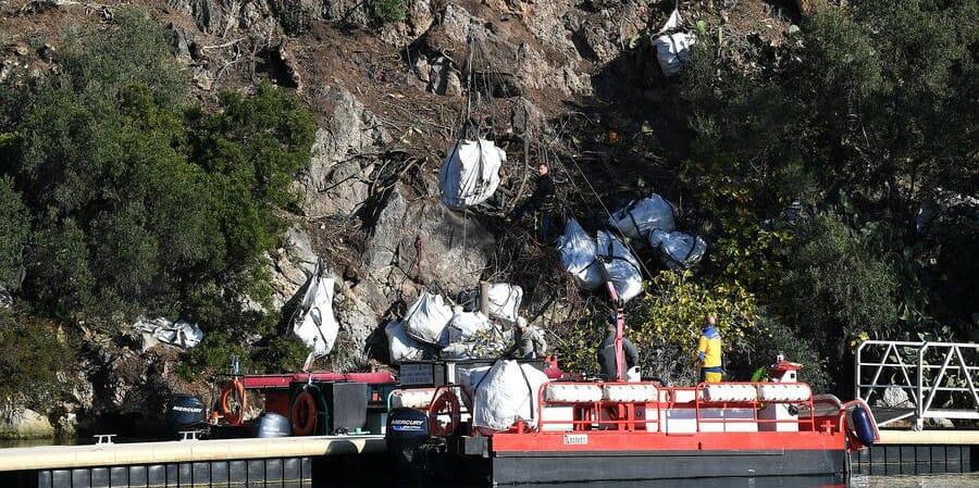 В Монако стартовал первый этап чистки скал