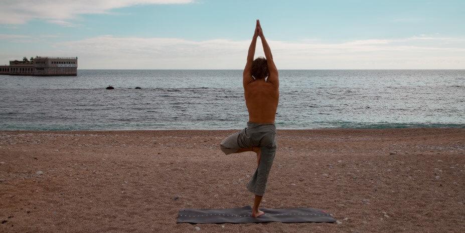 Большой спорт в маленьком княжестве: йога - гармония силы и духа