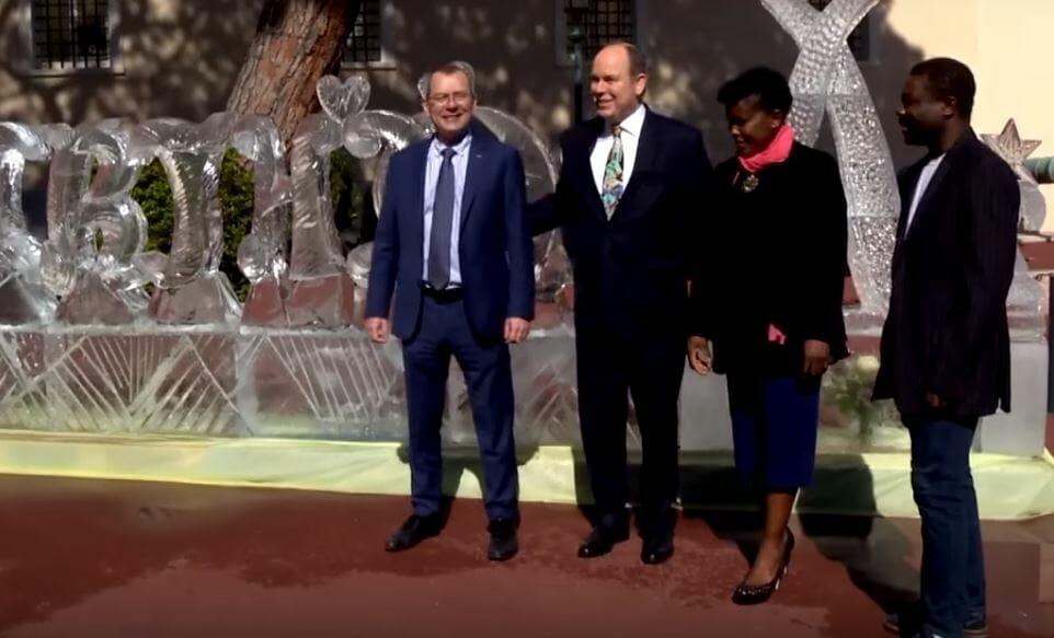 Кто стал автором ледяной скульптуры на Дворцовой площади в Монако?
