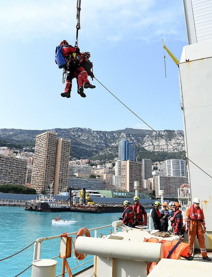 Спасательная операция на борту судна Simon Stevin