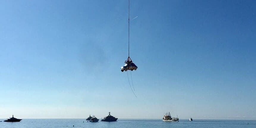 В небе Монако была замечена новая скульптура