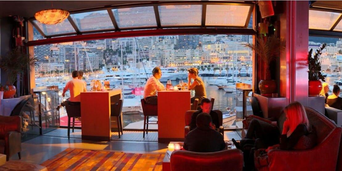 Ресторан STARS'N'BARS отказался от одноразовых стаканчиков