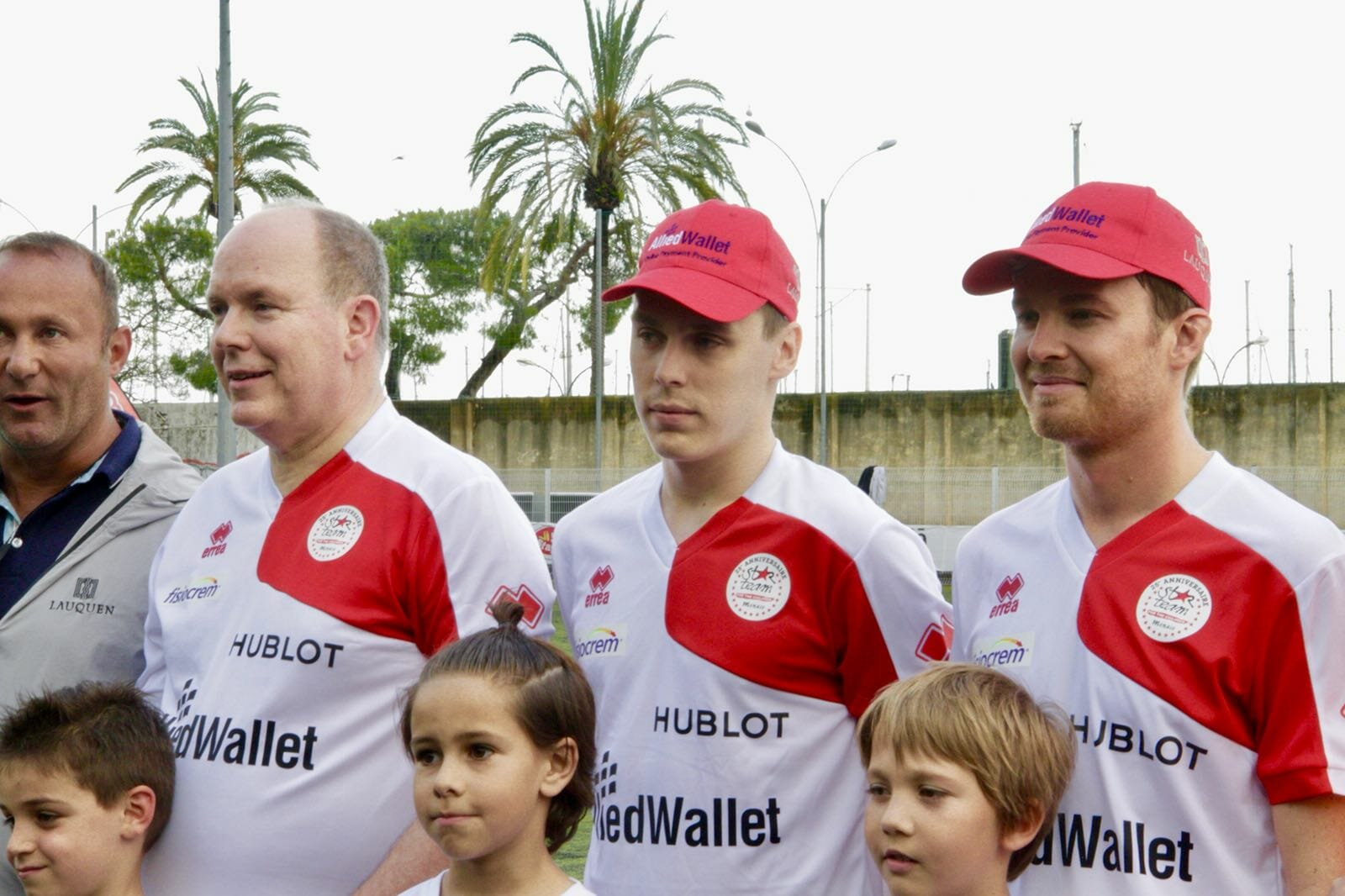 Команда Альбера II выступила против пилотов Формулы 1 в благотворительном матче