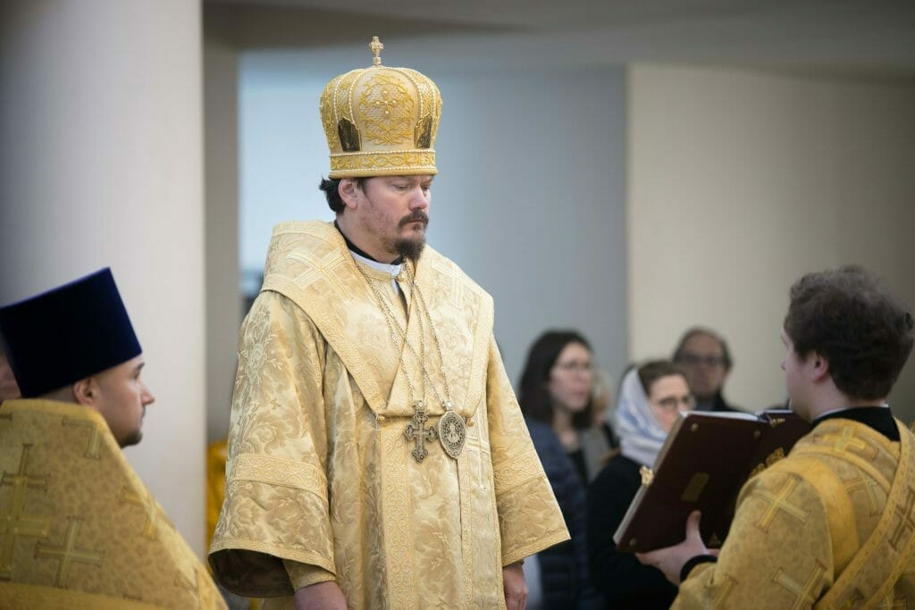 Богослужение с участием епископа Корсунского Нестора