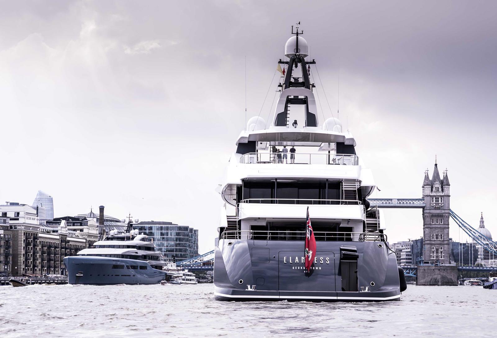 98-метровая Aviva и 74-метровая Elandess на Темзе и другие новости