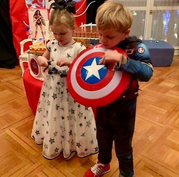 День рождения близнецов прошел в «супергеройской» атмосфере