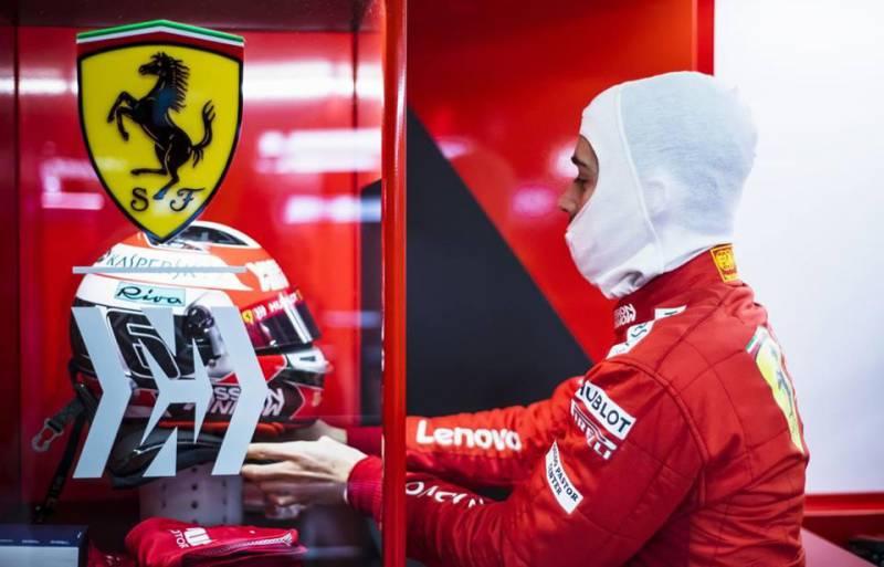 Шарль Леклер за рулем новой Ferrari SF90