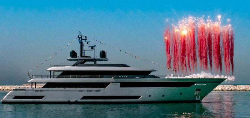 Запуск 108-метровой FB 275 от Benetti и другие новости
