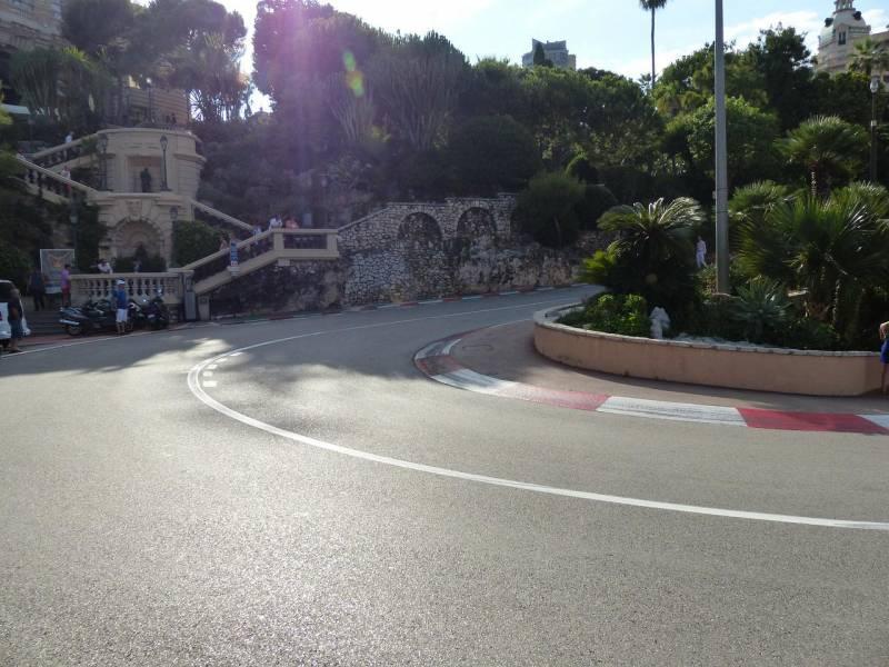 Подготовка дорожного покрытия для Гран-при Монако