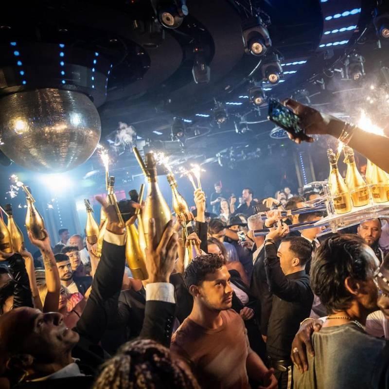 Jimmy'z поразил летней программой и роскошными вечеринками
