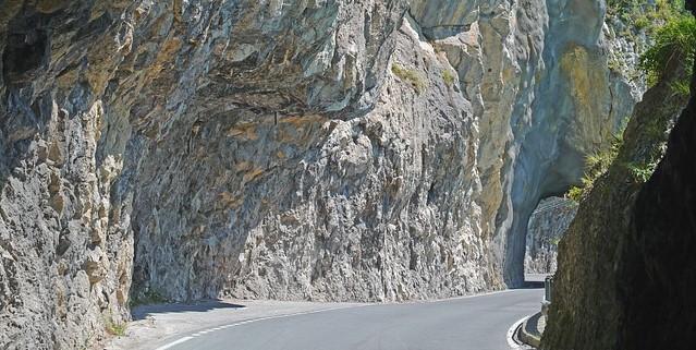 Причины отложенного открытия дороги в районе Среднего Карниза прояснились