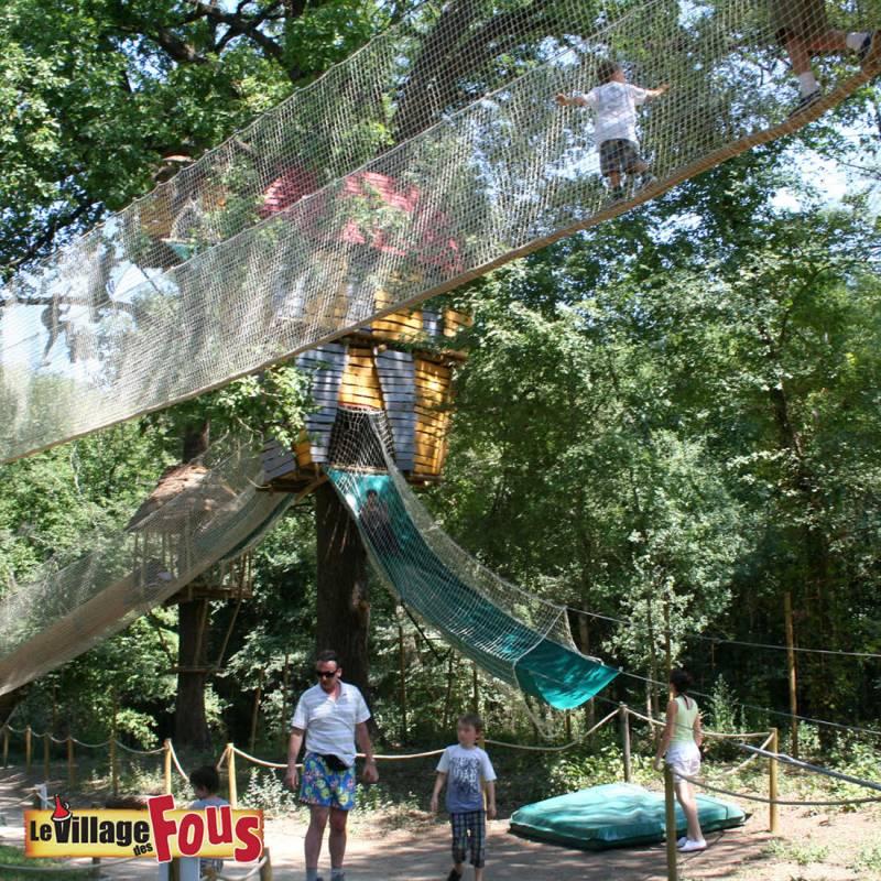 На каникулах с детьми: «Деревня дураков» в Вильнев-Лубе