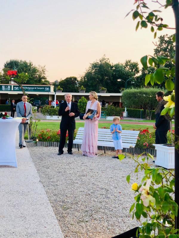 Княгиня Шарлен и принц Жак отправились на ипподром Кань-сюр-Мер ради благотворительности