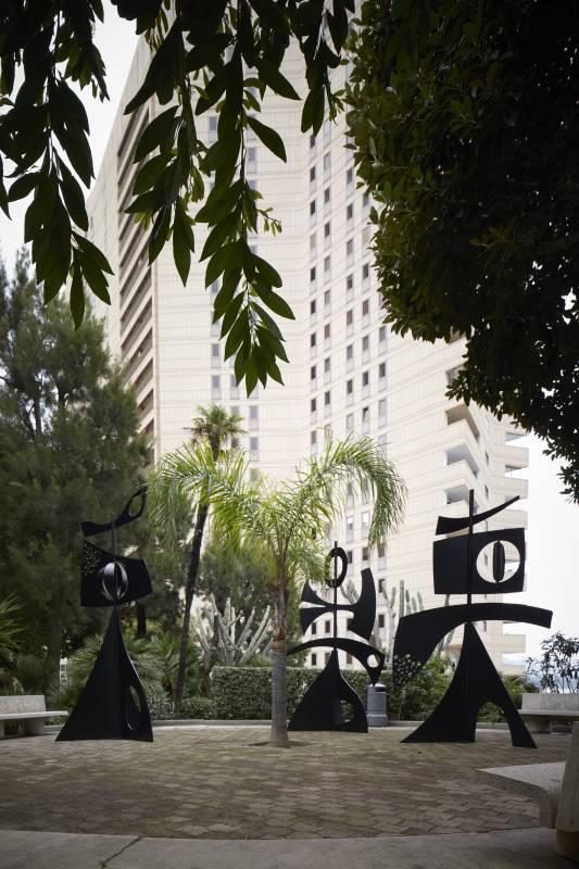 """""""Скульптуры Монако» принимают участие в аукционе и бьют рекорды"""