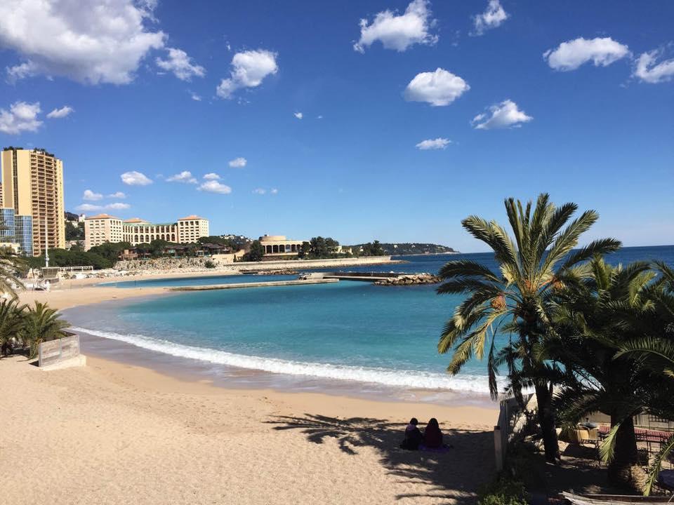 Успейте насладиться пляжем Ларвотто до закрытия