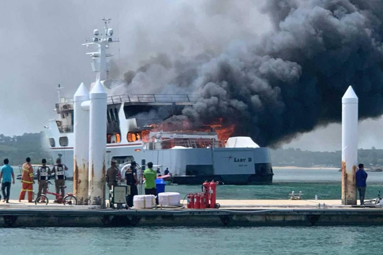 Пожар на борту 55-метровой Lady D на Пхукете и другие новости