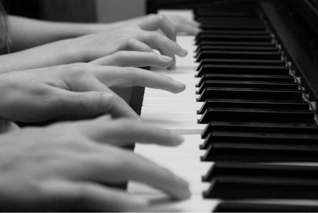 "Конкурс пианистов в Монако — ""Играем в 4 руки"""