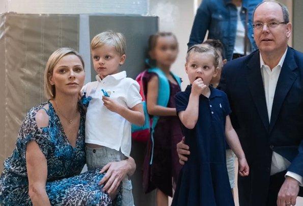 Наследный принц Жак и принцесса Габриэлла: с новыми силами в новую школу