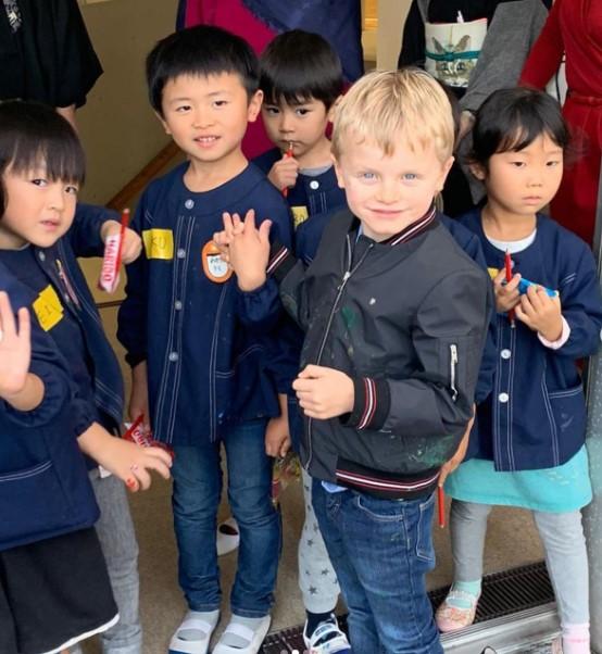 Дела княжеские: княжеская семья на матче по регби в Японии