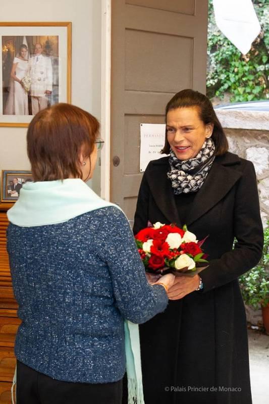 Дела княжеские: принцесса Стефания вручила подарки пожилым жителям княжества