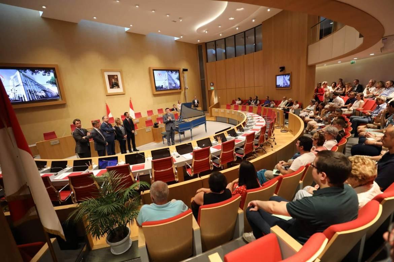 Национальный Совет принимает бюджетную поправку, касающуюся качества жизни в княжестве