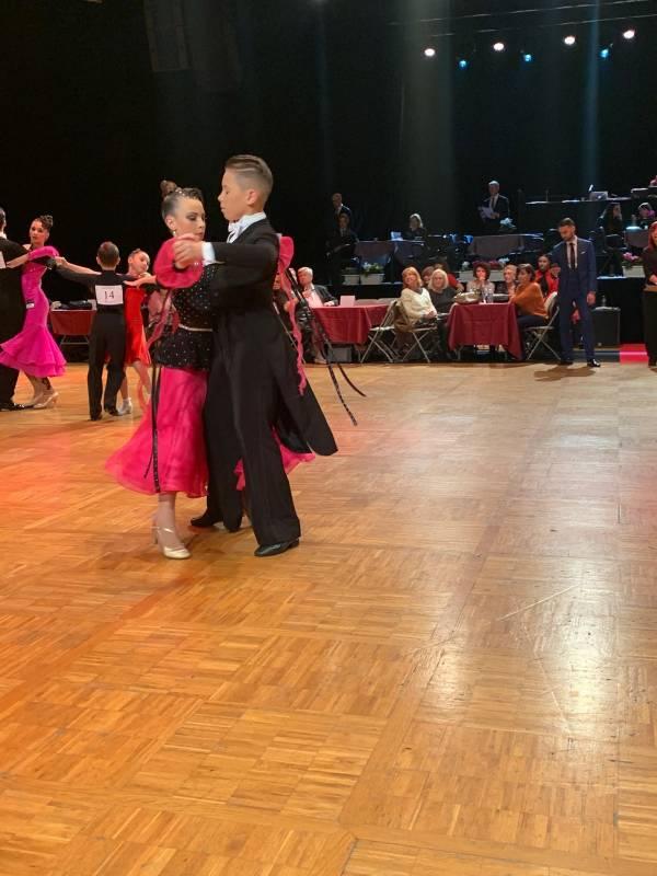 Яркие костюмы и зажигательные ритмы: соревнования по спортивным танцам в Монако