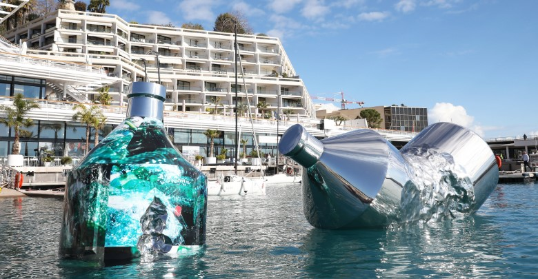 Новая экологическая инсталляция в Монако: «Бутылки-близнецы: послание в бутылке»