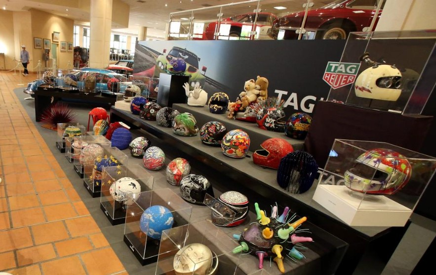 Выставка эксклюзивных шлемов в Музее коллекции князя Монако