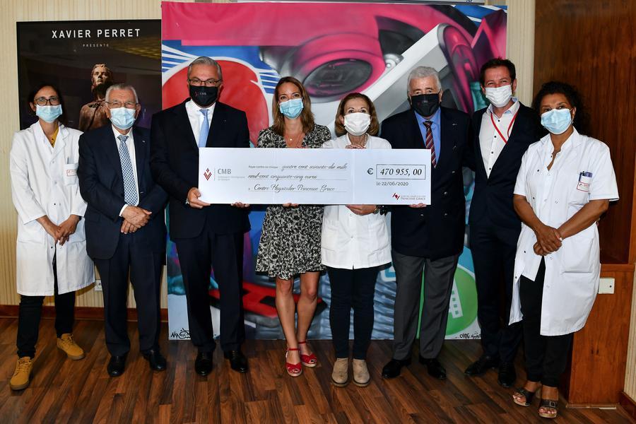 Больница принцессы Грейс получила чек с пожертвованиями в свою пользу
