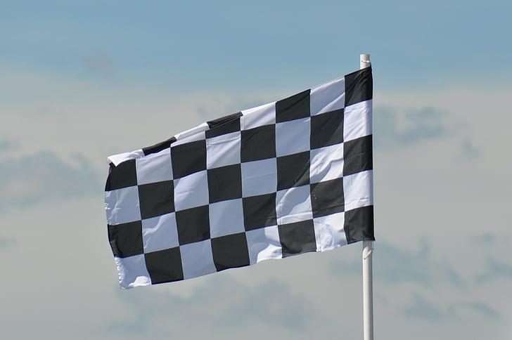 Гран-при Австрии: Шарль Леклер поднимается на подиум