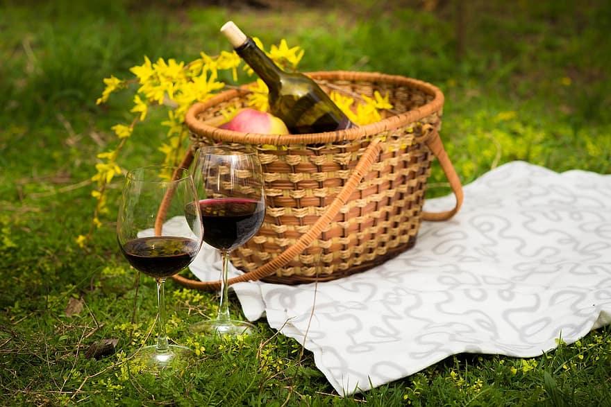 Летний акцент: праздничные пикники каждый четверг в садах площади КазиноЛетний акцент: праздничные пикники каждый четверг в садах площади Казино