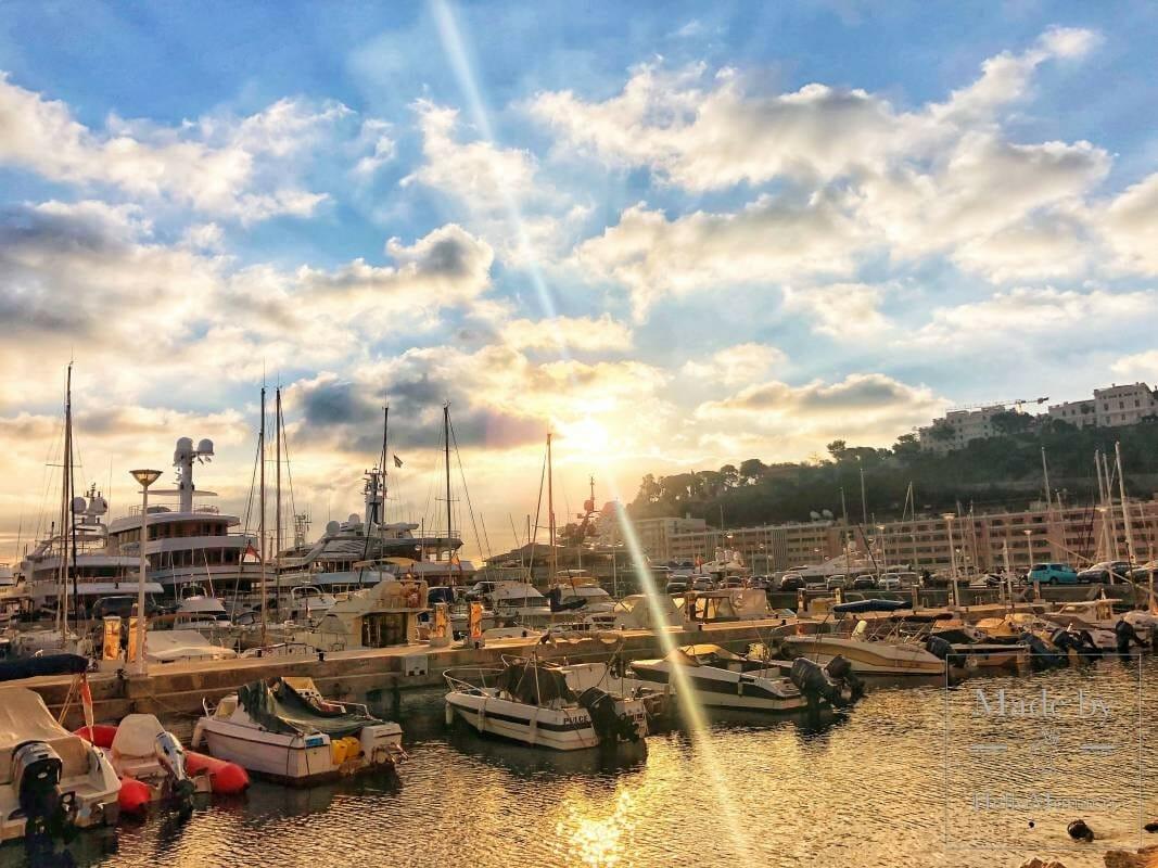 Суперъяхта известных миллиардеров находится на карантине в порту Монако