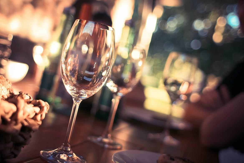 Монако вводит новые ограничения для ресторанов