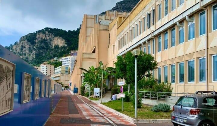 Сильвио Берлускони был госпитализирован в Монако