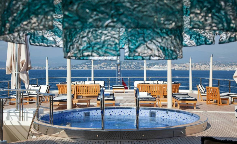 Погрузитесь в мир потрясающих яхтенных бассейнов вместе с Oceanco