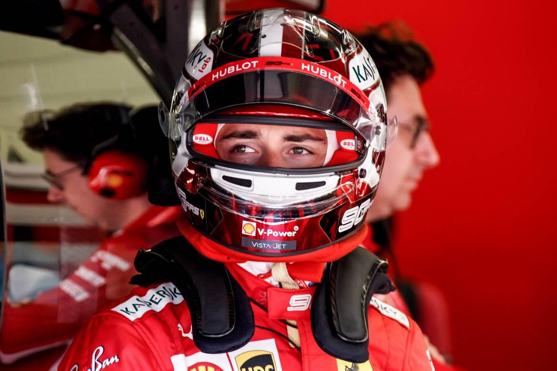 Шарль Леклер за рулём Ferrari снова вступает в гонку в Бахрейне