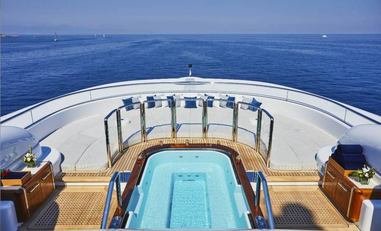 Погрузитесь в мир яхтенных бассейнов вместе с Oceanco