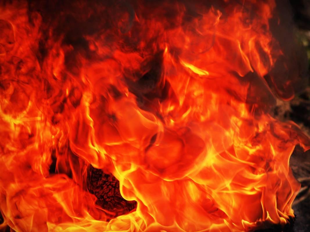 Двойной взрыв и пожар произошёл в районе Ларвотто