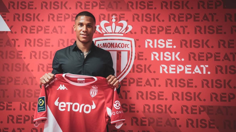 ФК «Монако» приветствует в своих рядах нового игрока