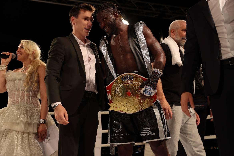 Боксерские поединки под шум прибоя от Ambitious Monte-Carlo