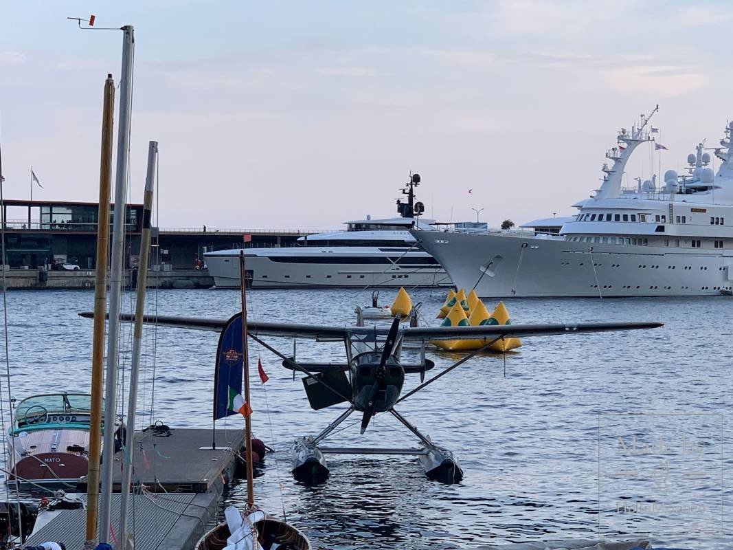 Век спустя: в Монако впервые за сто лет приземлился гидросамолёт